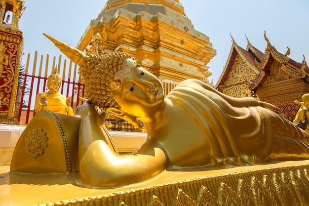 Pagoda dorata wat phra that doi suthep a chiang mai, thailandia