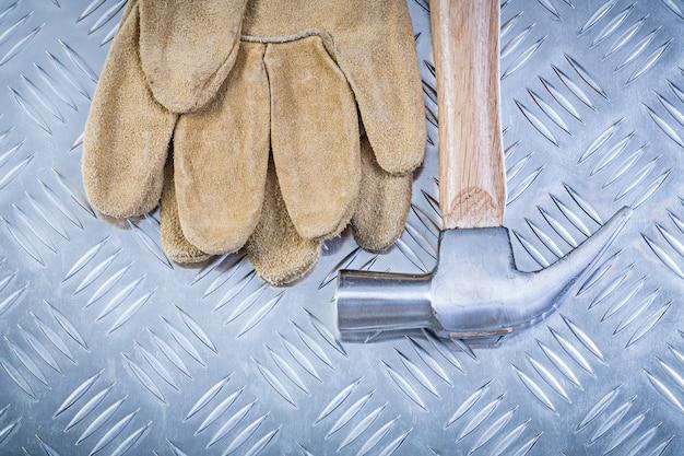 Paia del martello da carpentiere dei guanti di sicurezza sul concetto scanalato della costruzione della lamina di metallo