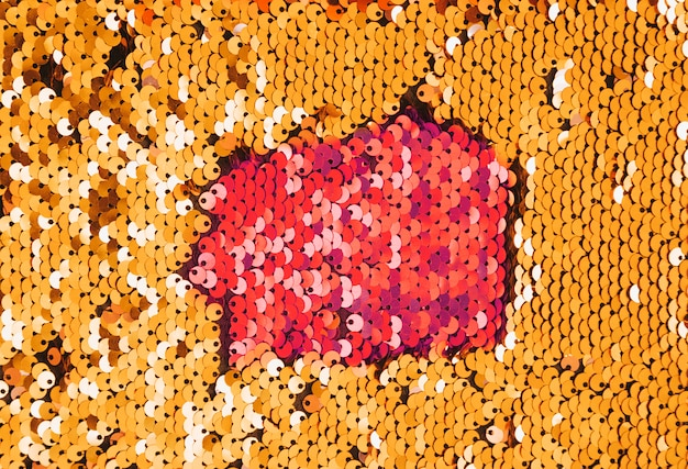 Paillette dorate cucite sul tessuto in stile discoteca