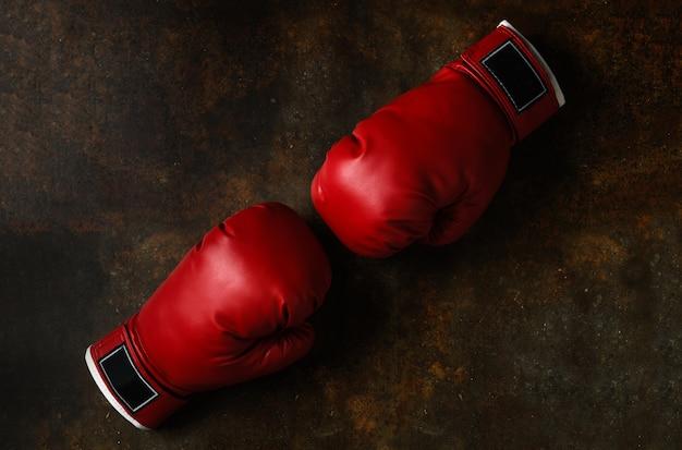 Paio di guanti da boxe in pelle rossa
