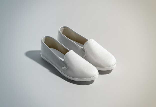 Paio di scarpe slip-on bianche design