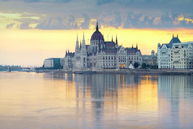 Palazzo del parlamento a budapest, ungheria