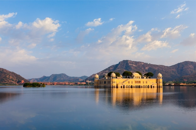 Palazzo dell'acqua di jal mahal. jaipur, rajasthan, india