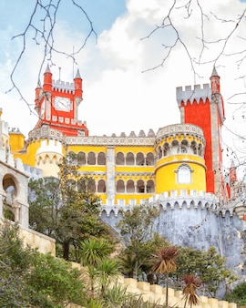 Palazzo pena europeo a sintra, portogallo, architettura reale medievale,