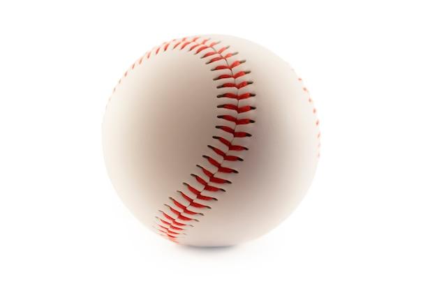 Palla da baseball isolata nel fondo bianco