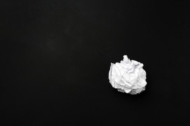 Palla di carta bianca