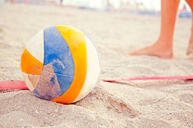 Pallavolo nella sabbia in spiaggia