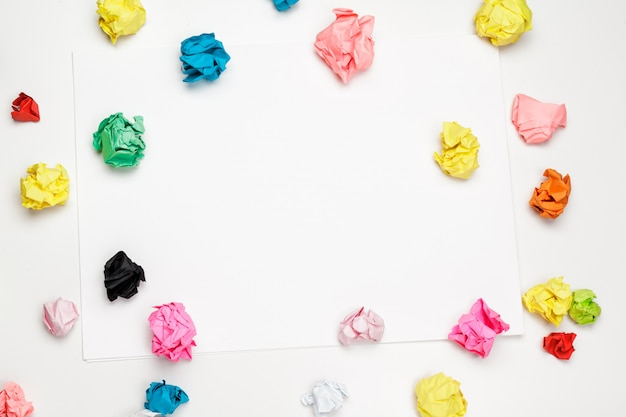 Palle di carta stropicciata colorate