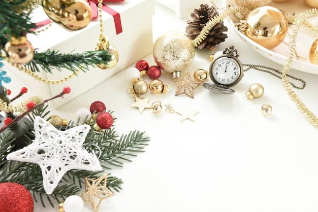 Palle di celebrazione e altre decorazioni. natale e anno nuovo concetto