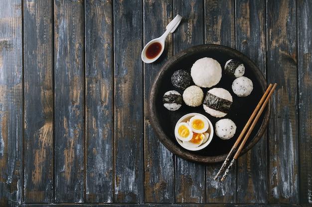 Palle di riso e uova