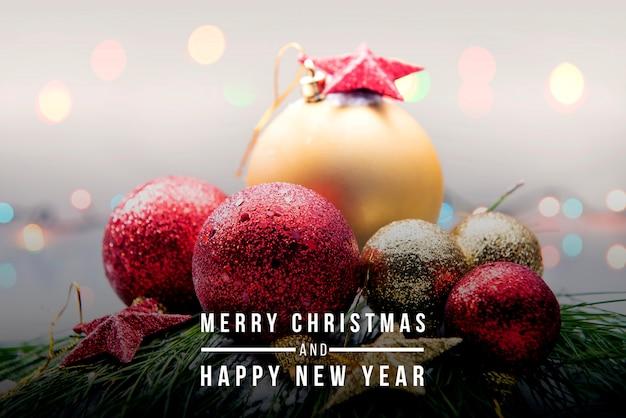 Palle e stelle di natale per celebrare buon natale e felice anno nuovo