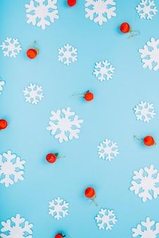 Palline di natale e fiocchi di neve