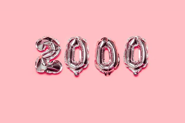 Pallone ad elio su una superficie rosa. concetto di seguaci di congratulazioni.