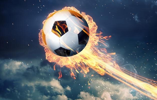 Pallone da calcio in fiamme di fuoco
