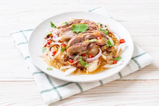 Pamelo insalata piccante con anatra arrosto