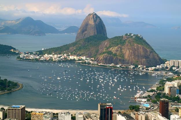 Pan di zucchero, punto di riferimento della vista di rio de janeiro dalla collina di corcovado, brasile