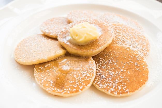 Pancake con burro in cima