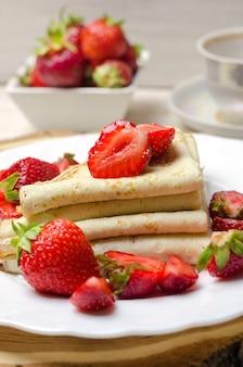Pancake freschi con fragole.