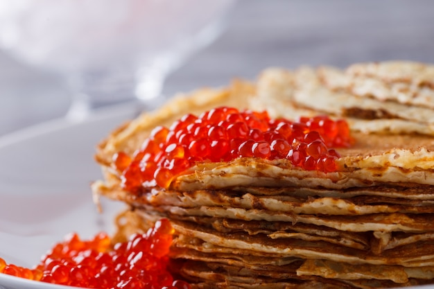 Pancakes con caviale rosso