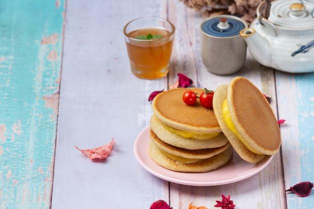 Pancakes dorayaki ripieni di cibo giapponese alla vaniglia.