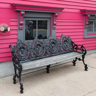 Panchina davanti a casa, lunenburg, nova scotia, canada