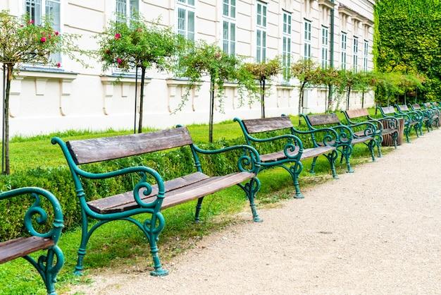 Panchina vuota nel parco