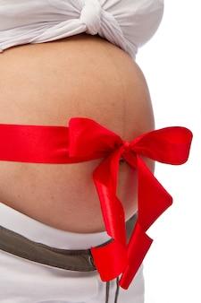 Pancia della donna incinta con l'arco