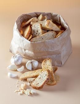 Pane all'aglio sull'arancia