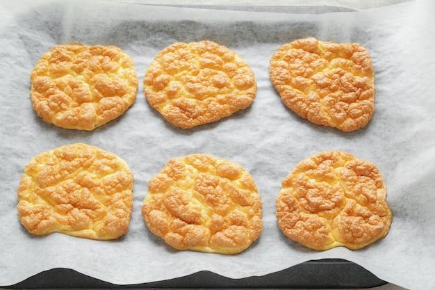 Pane alle nocciole, pane oopsie, keto, dieta chetogenica, paleo, alto contenuto di carboidrati ad alto contenuto di grassi