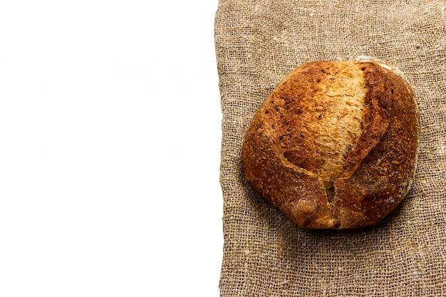 Pane appena sfornato sul tovagliolo