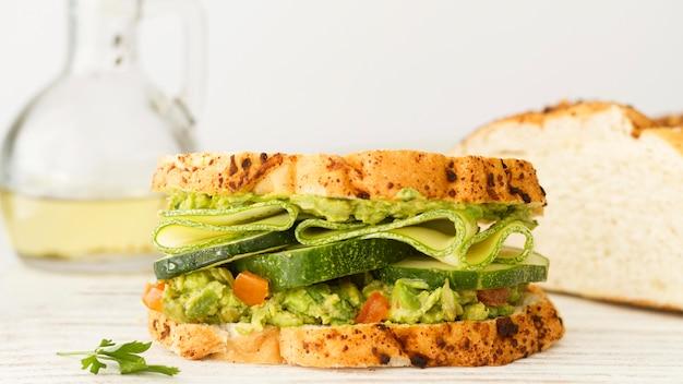 Pane con panino di semi e verdure