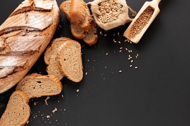 Pane cotto in casa con copia spazio