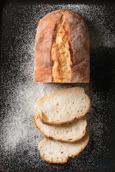 Pane di grano appena sfornato