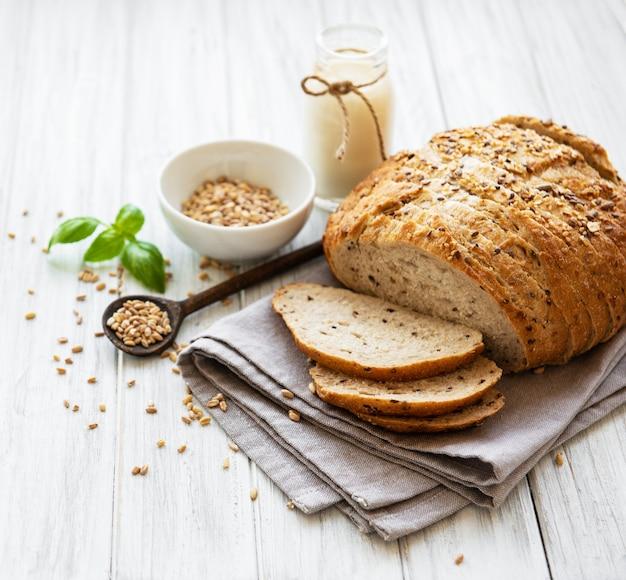 Pane e bicchiere di latte