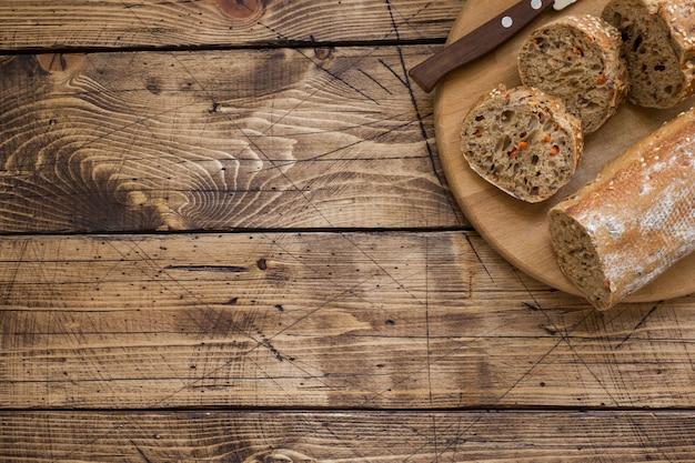 Pane fresco con semi di girasole