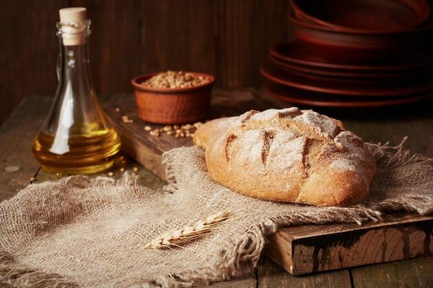Pane integrale rustico con olio