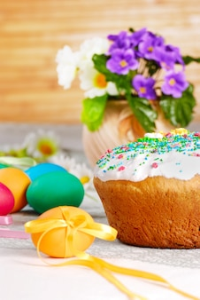 Pane pasquale e uova dipinte