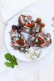 Panini con carne di maiale, gorgonzola