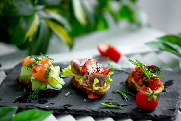 Panini con prosciutto e verdure