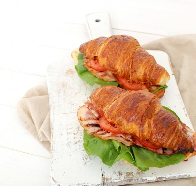 Panino con croissant vegetali