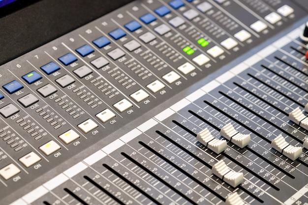 Pannello di controllo audio per mix e registrazione