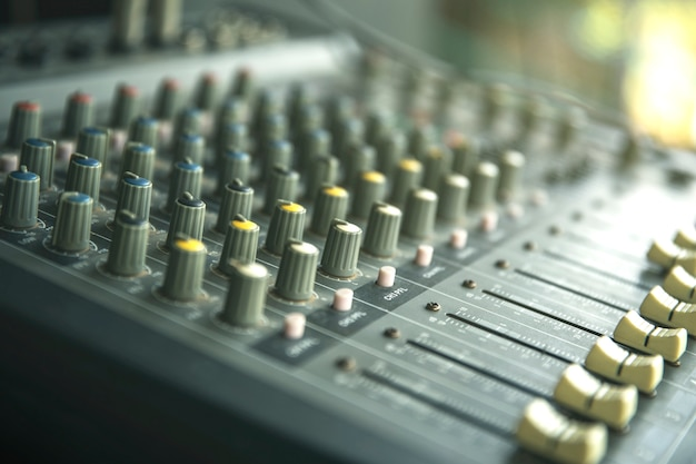 Pannello di controllo del sound recording studio o del mixer musicale