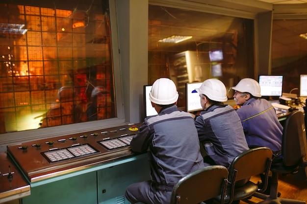 Pannello di controllo. impianto per la produzione di acciaio.