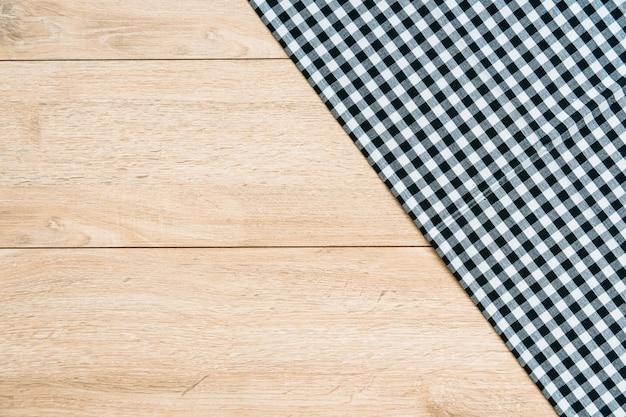 Panno da cucina sul tavolo di legno