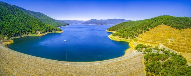 Panorama aereo della diga di dartmouth, australia