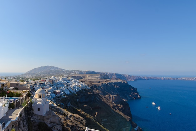 Panorama del mare e della città di thira, santorini.