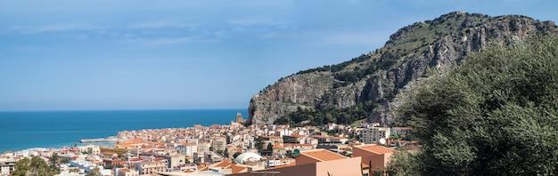 Panorama della città cefalu, sicilia, italia