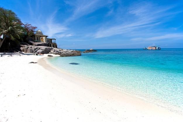 Panorama di spiagge di sabbia bianca e pulita