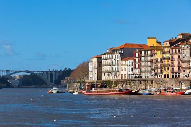 Panoramica della città vecchia di porto in portogallo