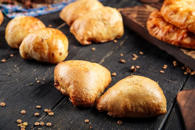 Pans samsa al forno asiatici di cucina mediorientale